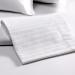 3.lenjerie-pat-detaliu-scala-textile-hoteliere-lenjerii-de-pat-satin-dungi.jpg